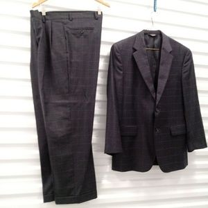 Jos A Bank 2 Button Wool Suit Size 42 R